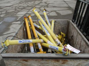 CRATE OF NORTH BEAM GUARD SAFETY POSTS