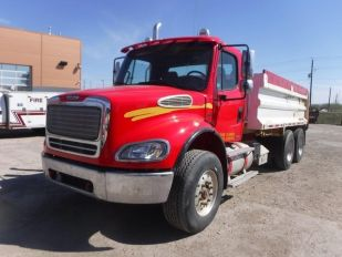 2006 FREIGHTLINER M2 112 T/A BOX & HOIST Truck sold at